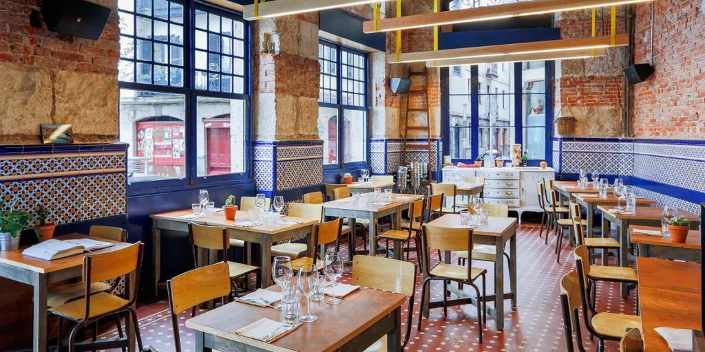 THh dining room in El Perro Chico in Bilbao