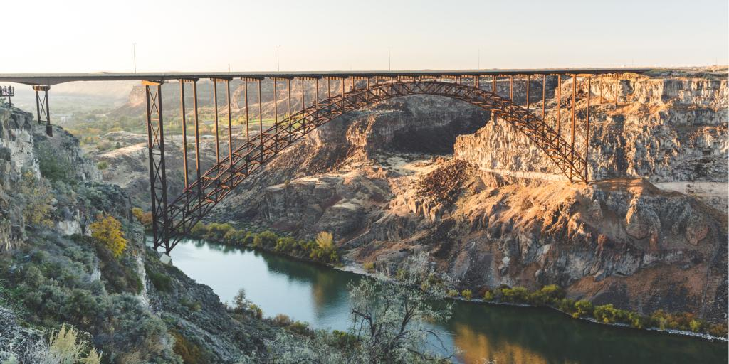 Perrine Bridge crosses over Snake River in Twin Falls, Idaho, USA