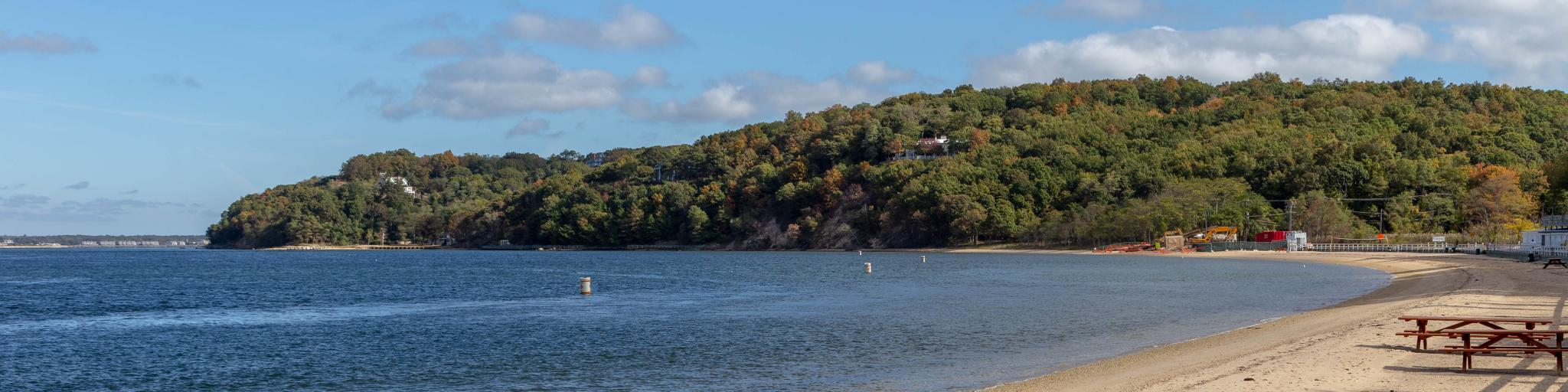 A shoreline in Shelter Island during a bright sunny day.