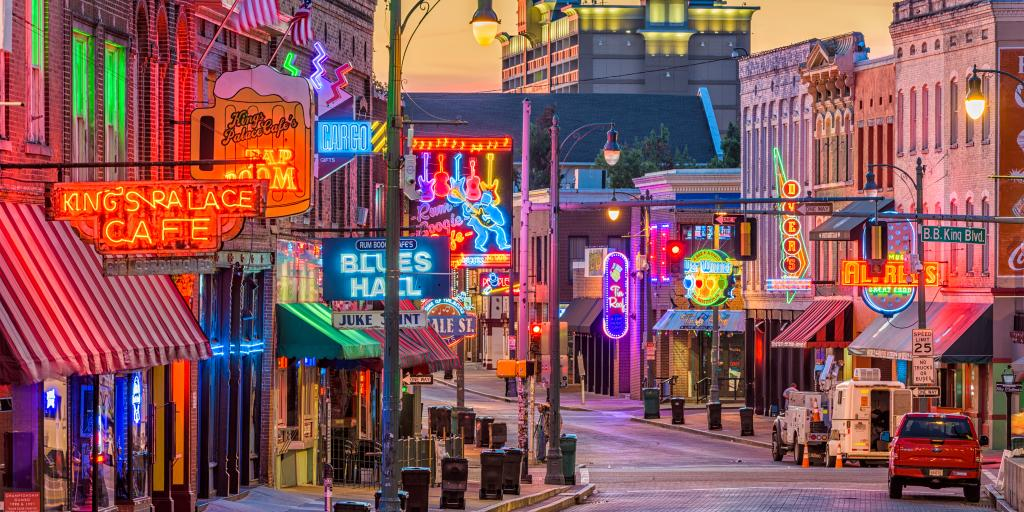 Blues clubs and bars at night along Beale Street in Memphis, Tennessee