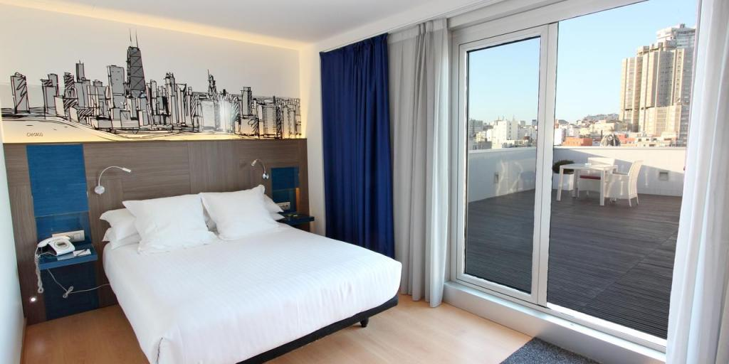 Room with a balcony and views of La Coruña in Hotel Blue