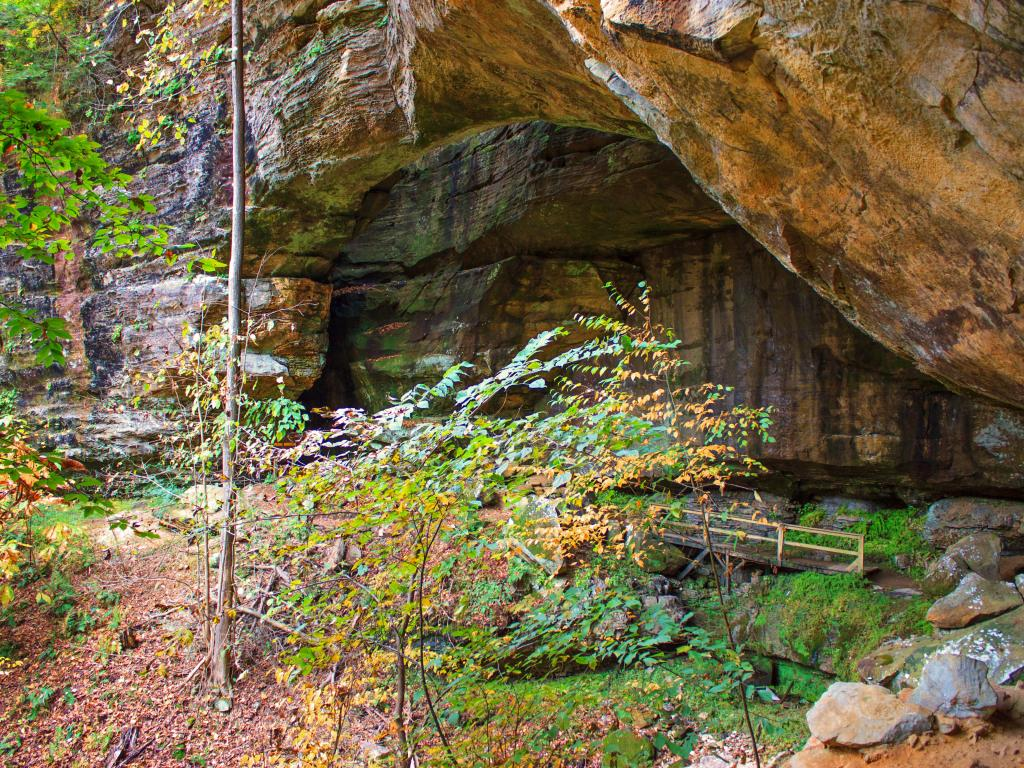 Rocks and shallow caves along the Fern Bridge hiking trail in Carter Cave State Park, Kentucky