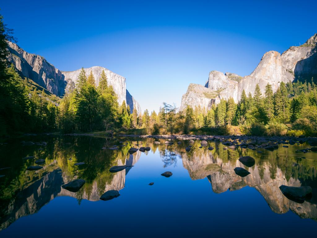 A typical view of the Yosemite National Park during daytime.