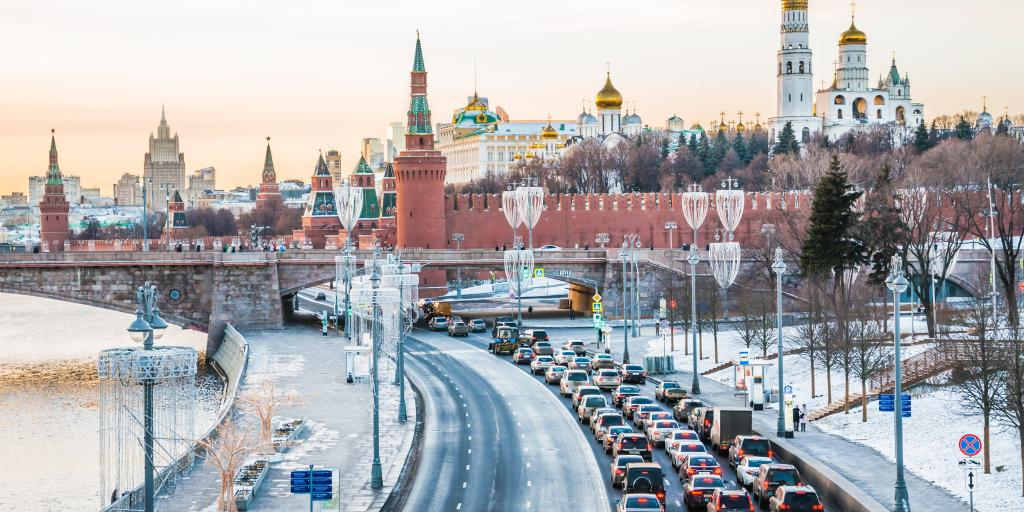 View of traffic stacking up along the Moskvoretskaya embankment, Moscow and, with the river to one side and the Kremlin in the background.