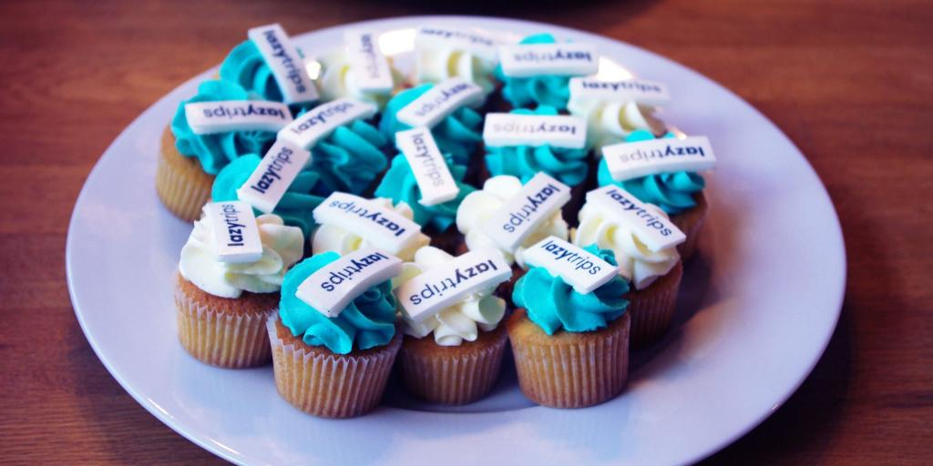 Branded blue and white mini cupcakes at the LazyTrips Launch