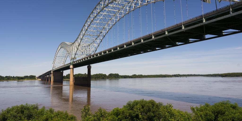 Hernando de Soto bridge over the Mississippi from Memphis, Tennessee to Arkansas