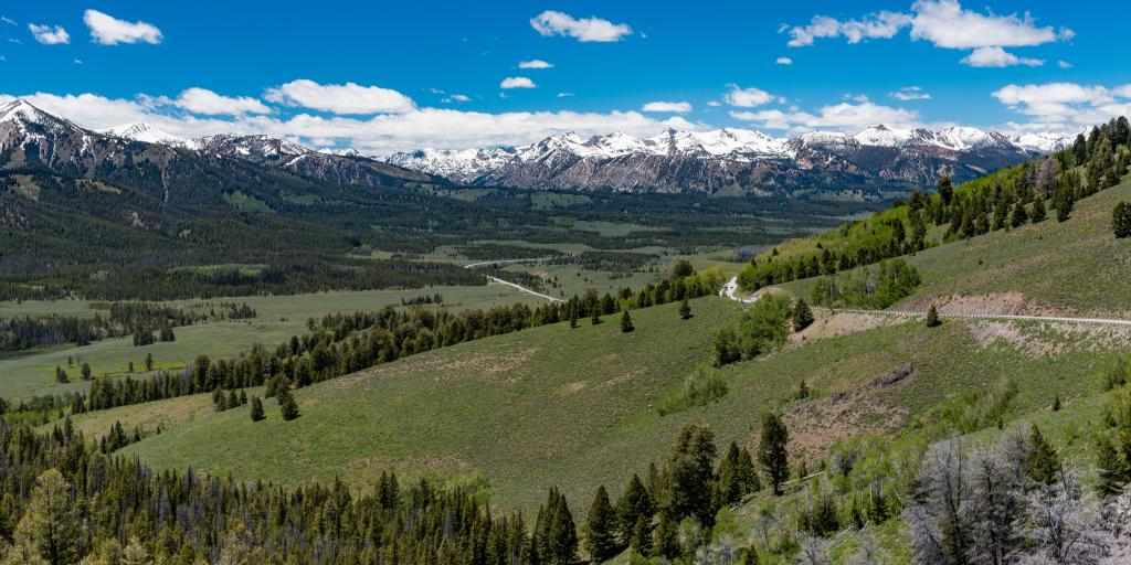 Views of the snow-capped mountains from Sawtooth Scenic Byway overlook in Idaho