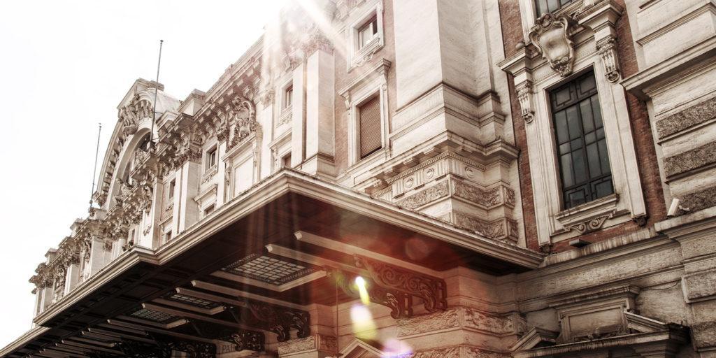 Metro 900 Hotel classic facade