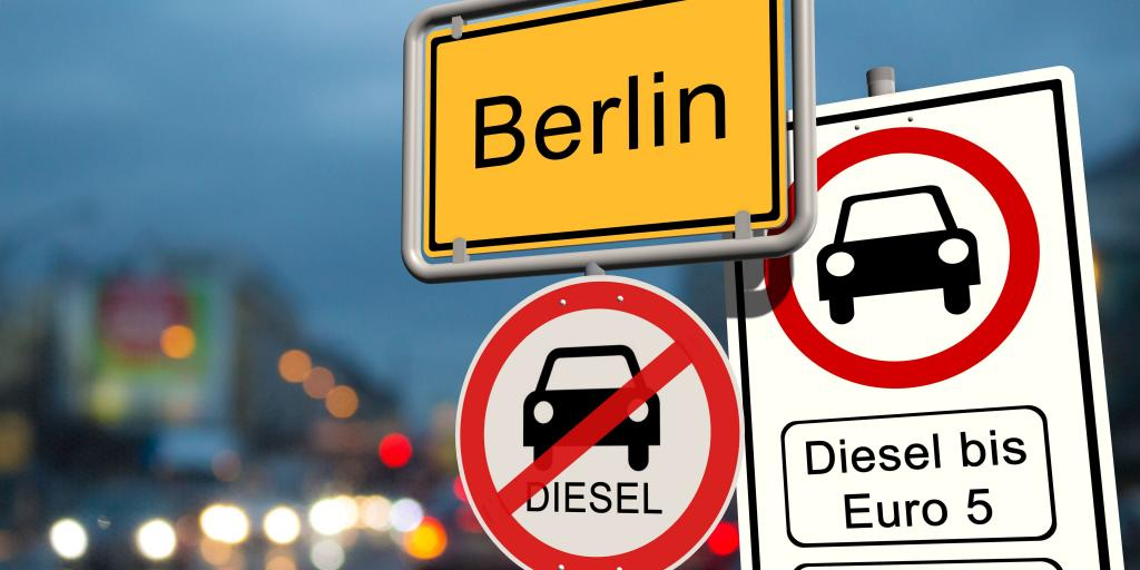 A red and white round road sign in Berlin indicating that old diesel cars are prohibited in that area