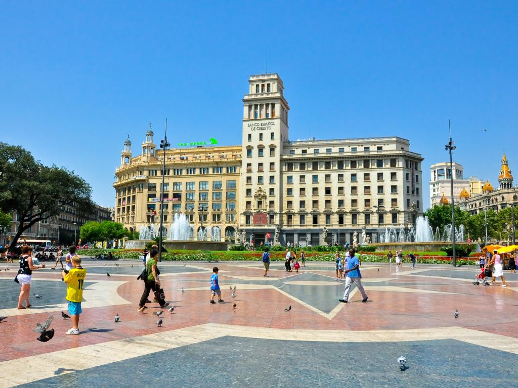 Things to do in Barcelona - Plaça de Catalunya