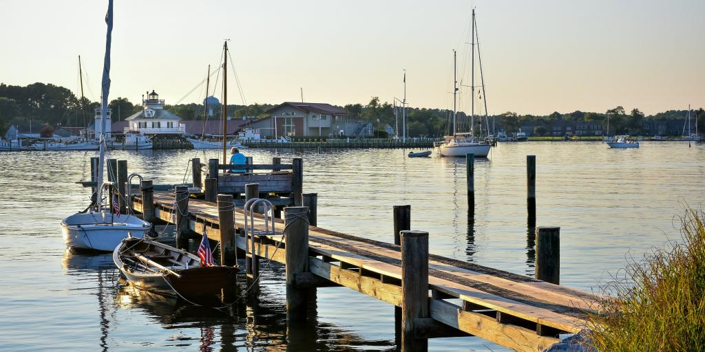Small boats next to a small wooden jetty in the harbour at St. Michaels, Maryland