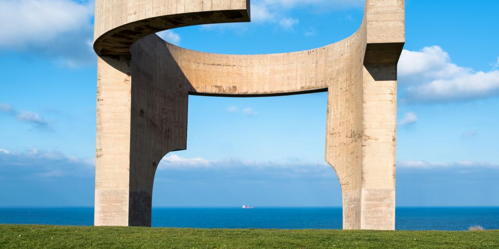 The striking Eulogy Of The Horizon (Elogio al Horizonte) sculpture in Gijon, Spain