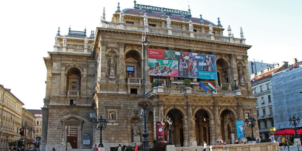 Outside shot of Hungarian State Opera House, Budapest