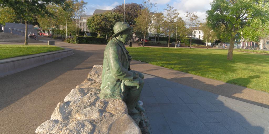 Pádraic Ó Conaire Statue, Eyre Square