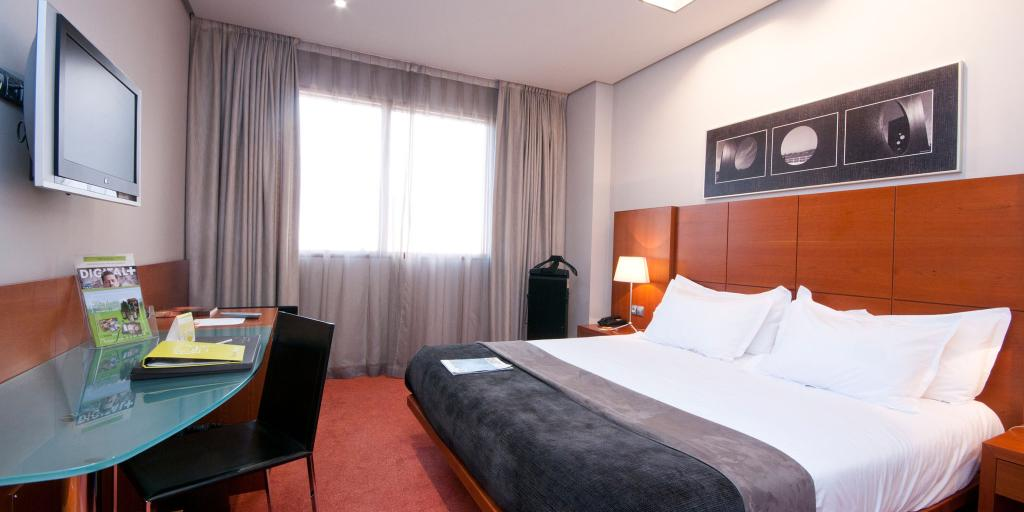 Silken Ciudad Gijon hotel room