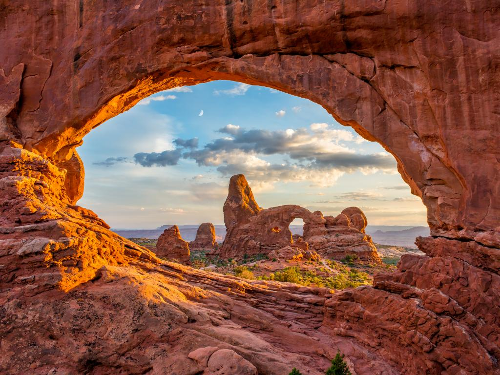 Arch-shaped rock formations in the Arches National Park, Utah.